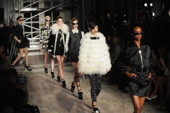 La femminilità e stravaganza di Moschino alla London Fashion Week 2013