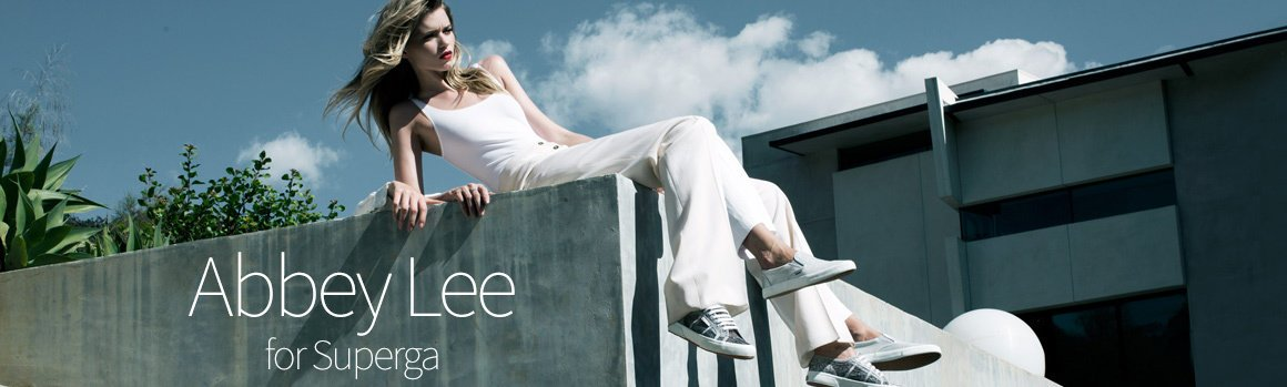 Superga conferma Abbey Lee come testimonial autunno/inverno